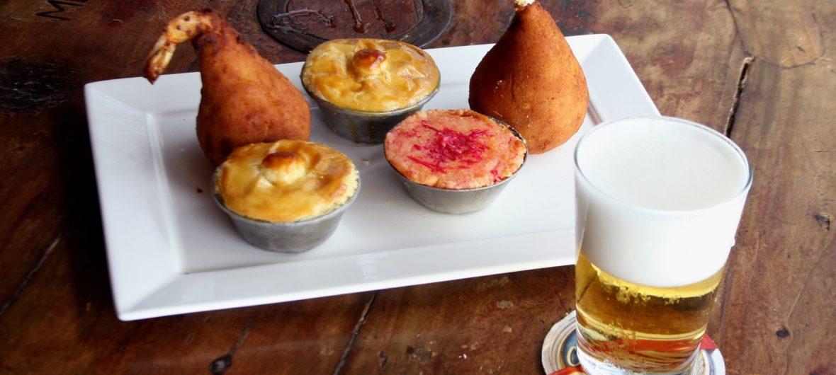 Restaurante Ferreiro Grill Aracaju - petiscos e chope, sobre madeira rustica